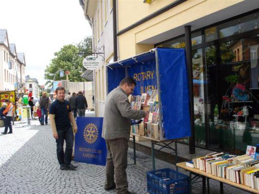 Bücherstand auf dem Stadtfest